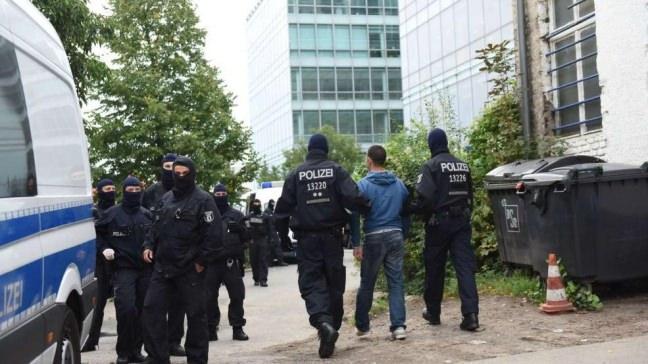 400 POLİSLE BASKIN YAPTILAR