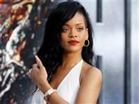 Cem Uzan Rihanna'ya kom�u oldu