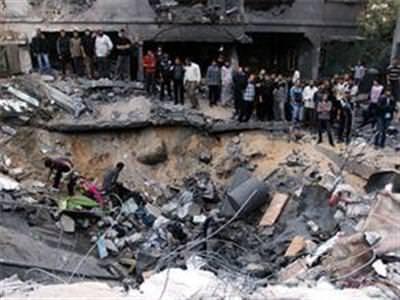 �srail Gazze'yi yine vurdu: 10 �l�