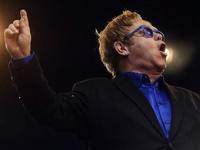 Elton John ölümden döndü