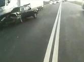 �nce kamyon, sonra otob�s �arpt�; ama...