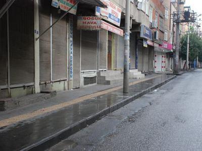 HDP esnafa kepenklerinizi a��n �a�r�s� yapt�