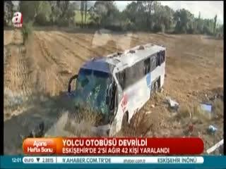 Otob�s devrildi: 42 yaral�
