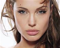 Angelina Jolie porno skandal�!