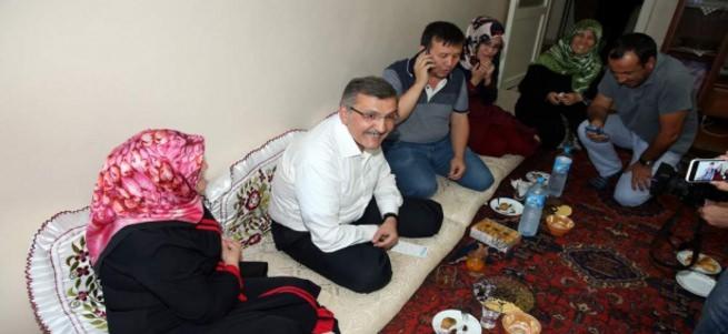 Başbakan dargın baba-kızı barıştırdı