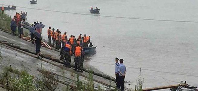 458 kişiyi taşıyan gemi sulara gömüldü