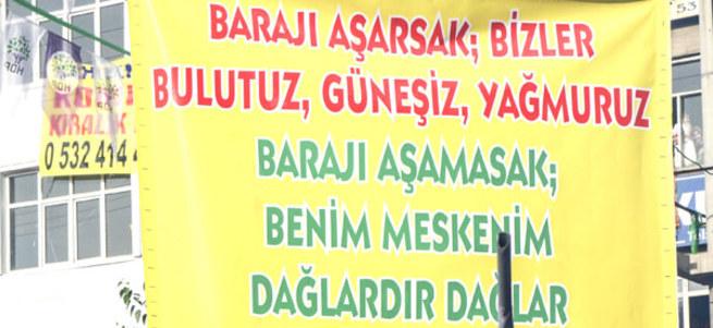 HDP mitinginde açılan pankarta büyük tepki!