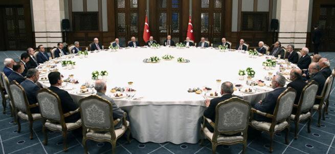 Kılıçdaroğlu ve Bahçeli de o masaya oturmuş
