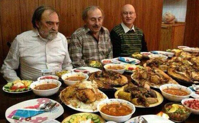 Fethullahçı yazarın zengin iftar sofrası