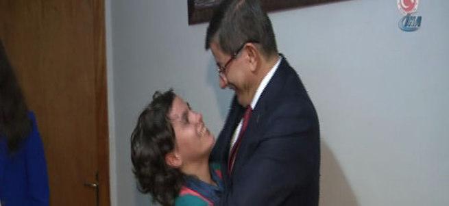Başbakan Ahmet Davutoğlu'dan Başkent Çocukevi'ne sürpriz ziyaret