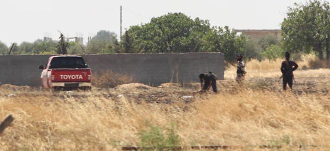 Sınıra mayın döşeyen DEAŞ'lılar yakından görüntülendi