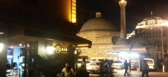 Beyoğlu'nda tarihi camiler içkili mekanların kıskacında