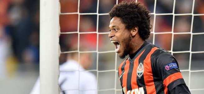 Luiz Adriano imzayı attı