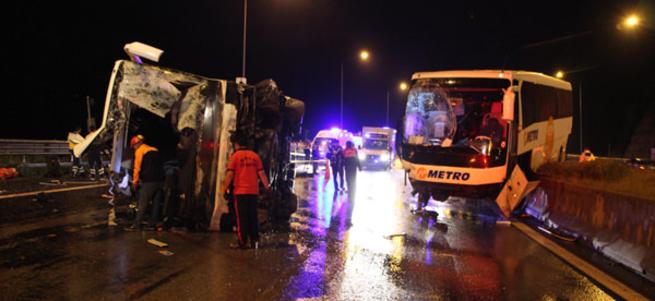 TEM otoyolunda trafik kazaları: 6 ölü