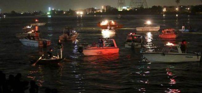 Yolcu gemisiyle yük gemisi çarpıştı: 15 ölü