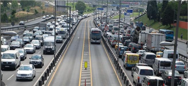 Metrobüs yolu asfaltı yenileniyor