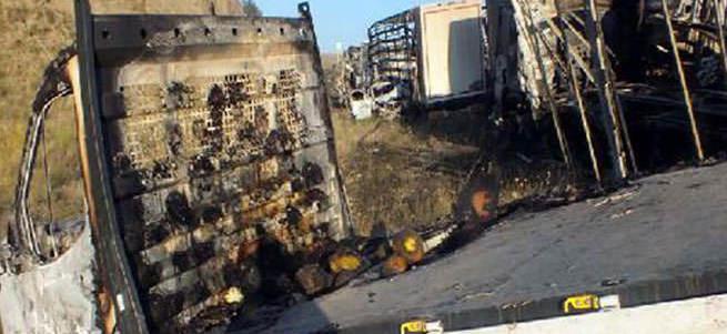 PKK her yeri ateşe verdi