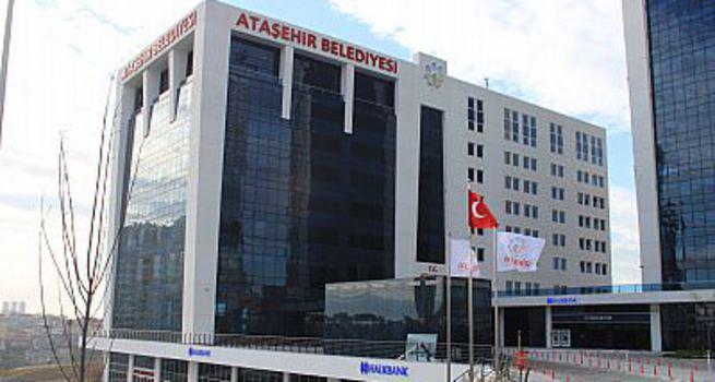 Ataşehir Belediyesi önünde silah sesleri!
