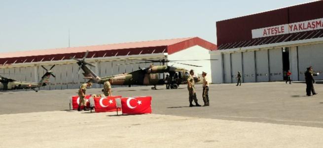 Şehit askerler için Van'da tören düzenlendi