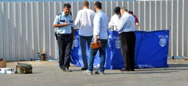 Karaköy'de denizden ceset çıktı