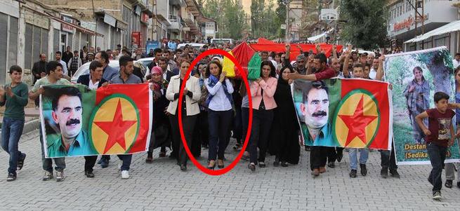 HDP'li vekil Tuba Hezer teröristin tabutunu taşıdı