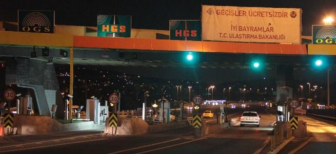 Köprü ve otoyollarda ücretsiz geçiş başladı