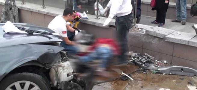 İstanbul'da feci kaza: 1 ölü, 3 yaralı