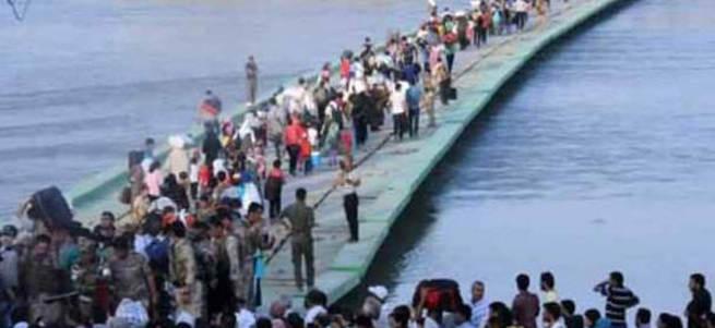 100 bin kişi Türkiye sınırına doğru ilerliyor!