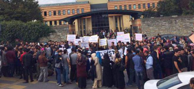 Şehir Üniversitesi öğrencileri paralel rektöre karşı ayaklandı!