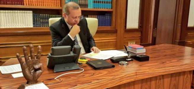 Cumhurbaşkanı Erdoğan'ın masasında dikkat çeken ayrıntı