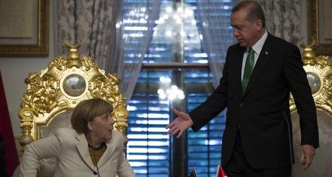Financial Times: Erdoğan, diz çöktürdü
