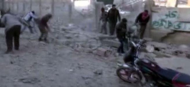 Rus uçakları Maarat el Numan'ı vurdu: 5 ölü