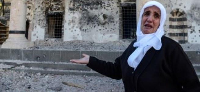 Diyarbakır'da yanan camiyi gören kadının isyanı