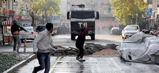 Diyarbakır'da gözaltına alınan 2 kişi Rus uyruklu çıktı