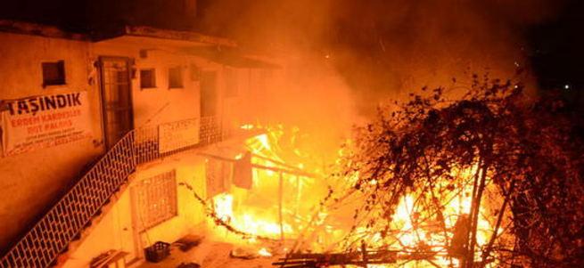 250 dükkanda yangın