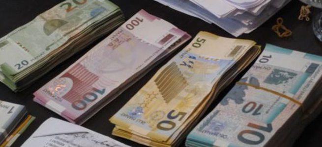 Azerbaycan'da devalüasyon oldu