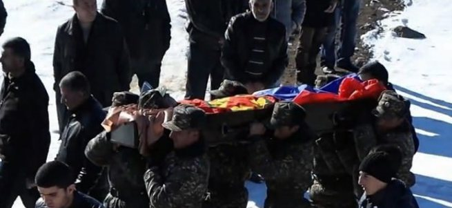 Ermeni askerini PKK bayrağına sardılar