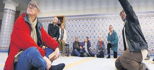 Fransa'da camiler kapılarını halka açtı