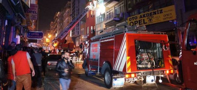Fatih'te pansiyonda yangın