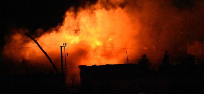 Nusaybin'de PKK'lılar yine okul binası yaktı