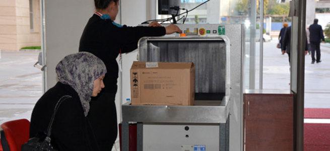 X-ray cihazından geçirilen kutudan bebek cesedi çıktı