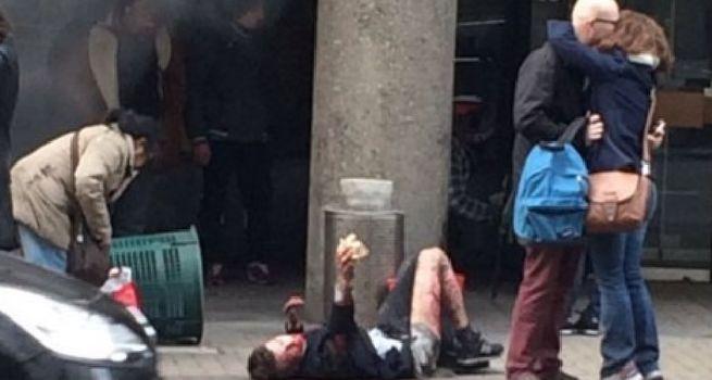 Brüksel'deki metro patlamasından sonra öpüşen çift