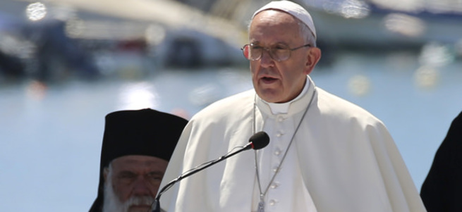 Papa'dan Fransa'ya laiklik eleştirisi