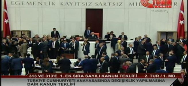 Dokunulmazlık 376 oyla kaldırıldı
