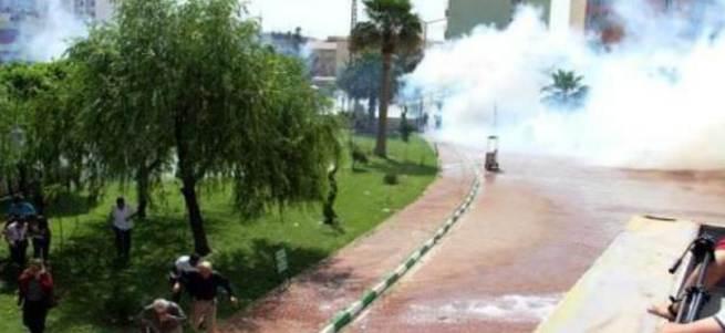 HDP ve DBP mitingi öncesinde olaylar çıktı! Demirtaş ve Yüksekdağ belediye binasında mahsur kaldı