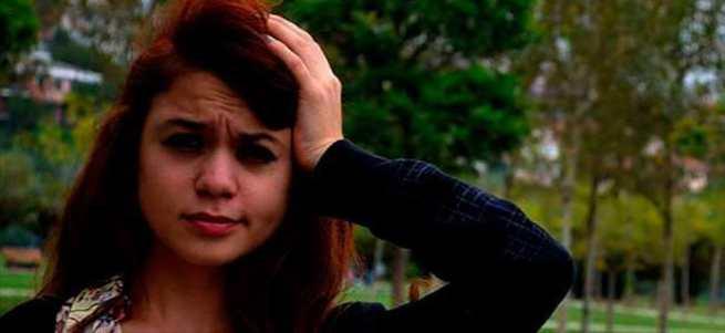 Uyurgezer genç kız balkondan düşüp öldü