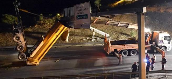 Dorsesi askıda kalan hafriyat kamyonu sürücüsü kayıplara karıştı