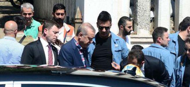 Erdoğan anne ve babasının mezarını ziyaret etti