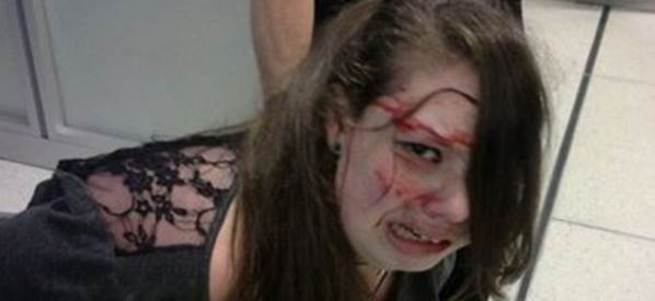 ABD'de havalimanında 19 yaşındaki kıza polis dayağı