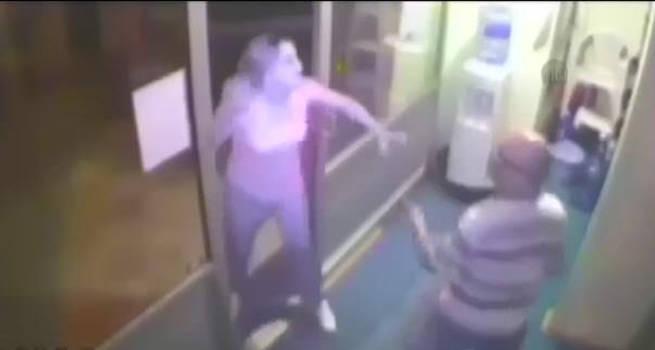 İzmir'de sela okuyan müezzin saldırıya uğradı